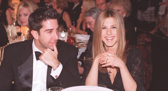 IKONISK TV-PAR: Romansen til David Schwimmer og Jennifer Anistons rollefigurer i «Friends» er for lengst blitt ikonisk. Her er skuespillerne sammen på en galla i 1997. Foto: Bei/REX/ NTB scanpix