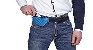 LOMMESMART: Med to utvidbare lommer har du plass til mobil, leiebilnøkler og småmynt i dette nokså smarte midjebeltet fra Asaklitt.