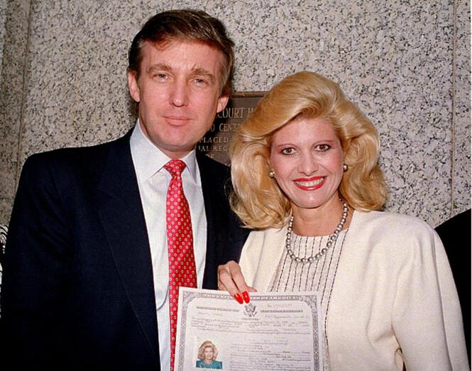 <strong>BLE STATSBORGER:</strong> Her er Donald og Ivana Trump sammen i 1988, etter at hun offisielt hadde blitt amerikansk statsborger. Foto: AP