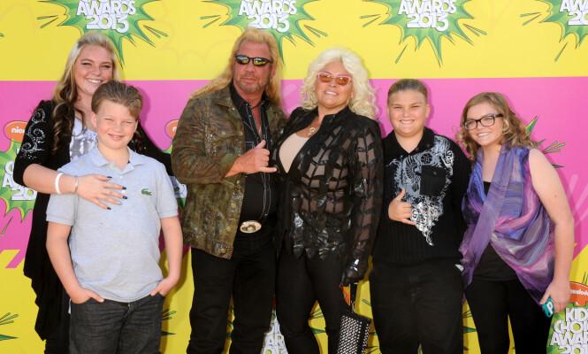 STORFAMILIE: Duane og Beth Chapman har fire barn sammen, to sønner og to døtre. Her er familien i 2013. Foto: NTB Scanpix
