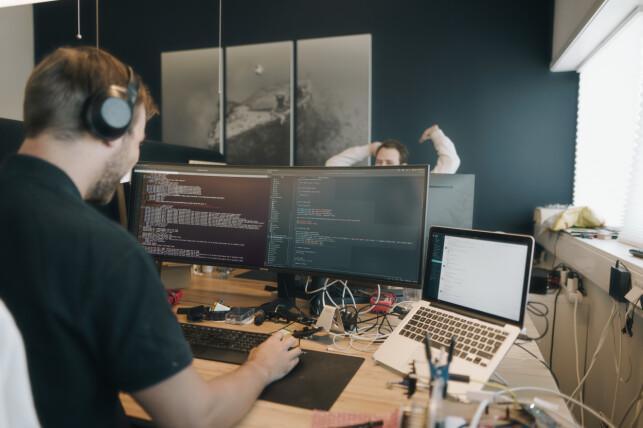 Det aller meste av utviklingen på dronen foregår i kontorene i Trondheim. 📸: Marit Røkenes / Blueye Robotics