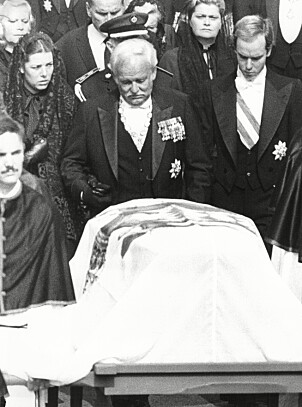 <strong>I SORG:</strong> Grace Kellys begravelse fant sted i St. Nicholas-katedralen 18. september 1982. Foto: NTB Scanpix