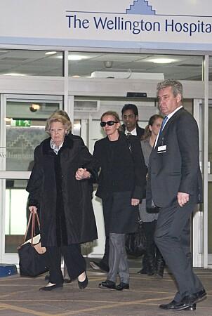 <strong>BESØKTE SØNNEN:</strong> Nederlands tidligere dronning, Beatrix, avbildet utenfor sykehuset. Foto: NTB Scanpix