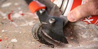 <strong>Rens:</strong> Det finnes egen rensesray, men vanlig sprayolje fungerer også helt greit. Foto: Øivind Lie-Jacobsen