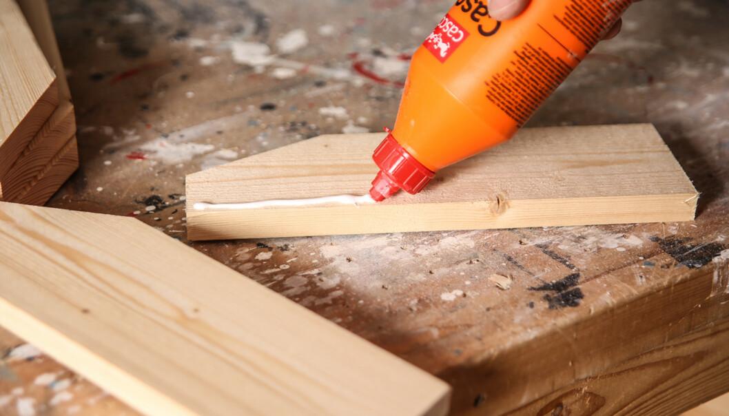Monter bena: Når du lager bena blør de limes og skrus, alternativt spikres. Foto: Øivind Lie-Jacobsen