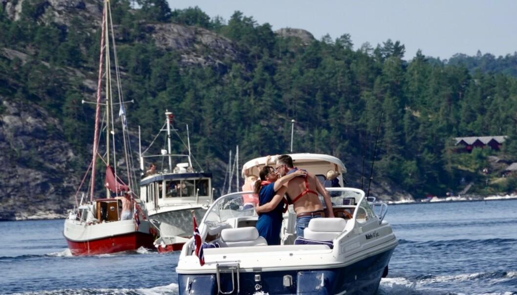 <strong>HETT:</strong> Sommerlige forhold i Kragerø lørdag. Foto: Geir Olsen / NTB scanpix