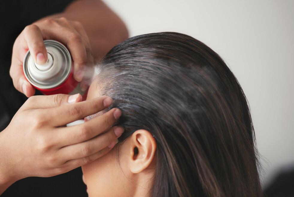 ROOT CONCEALER: Vi i KK-redaksjonen kom inne på temaet ettervekst, hvor en i redaksjonen sa at hun har blitt helt avhengig av noen hårfargesprayer som kan fås kjøpt i ulike merker. FOTO: NTB Scanpix