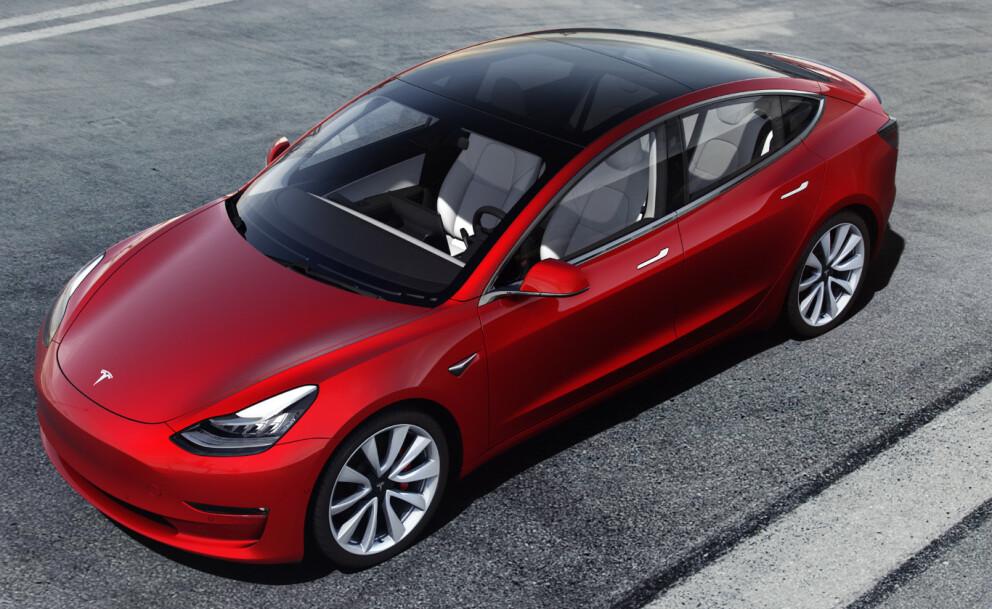 KLAR ENER: Tesla Model 3 er klart mest solgte bilmodell så langt i år, med over 10.000 registrerte biler. Foto: Tesla