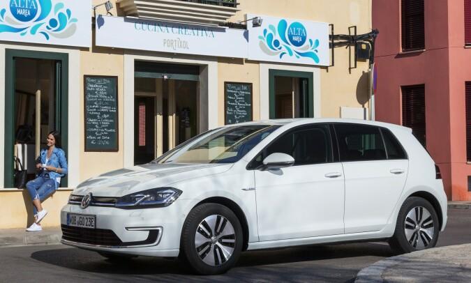 STÅR SEG GODT: VW e-Golf har noen år på baken, men står seg godt. Foto: VW