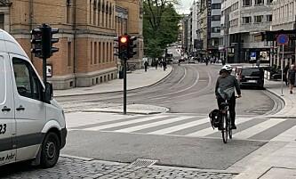 Er det valgfritt å stanse på rødt lys, mon tro? Foto: Martin Kynningsrud Størbu