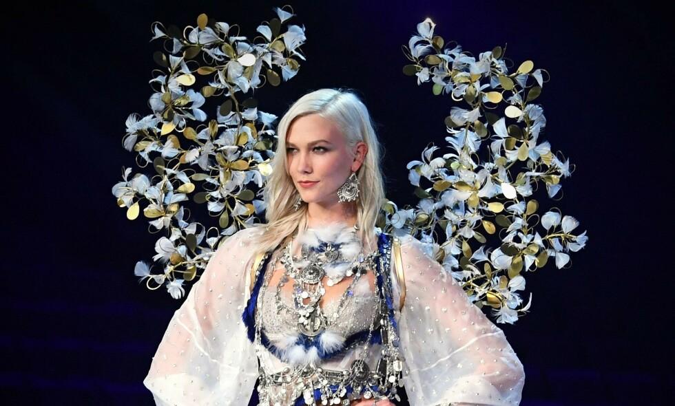 STJERNEMODELL: Karlie Kloss (26) bemerket seg tidligere som modell. Nå røper hun årsaken til at hun i 2015 bestemte seg for å legge modellkarrieren på hylla. Hun fortsatte imidlertid som «engel» for Victoria's Secret i et par år til etter det. Her på catwalken for merket i 2017. Foto: NTB Scanpix