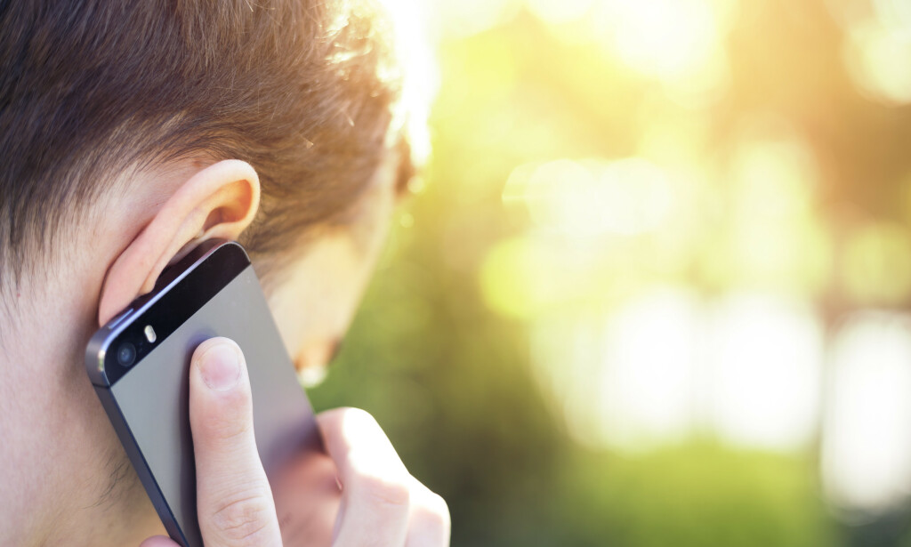 STØRSTE KILDE: Vår egen mobiltelefon er den største kilden til svak elektromagnetisk stråling i hverdagen. Foto: NTB Scanpix/Shutterstock