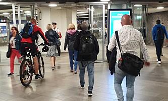 Inne på Nationaltheatret. Ikke et sted du bør presse deg frem på sykkel. Foto: Martin Kynningsrud Størbu