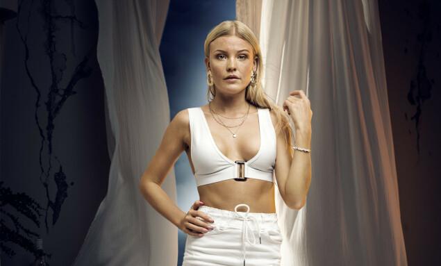<strong>NONSTOP-SIGNERT:</strong> Thea Gudmundsen fra årets «Paradise Hotel». Foto: TV3