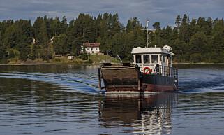 ETTERSPURT: De ansatte ved Utøya opplever stadig turister som spør om de kan komme og se øya. Her ferga MS Thorbjørn med Utøya i bakgrunnen. Foto: Vidar Ruud / NTB scanpix