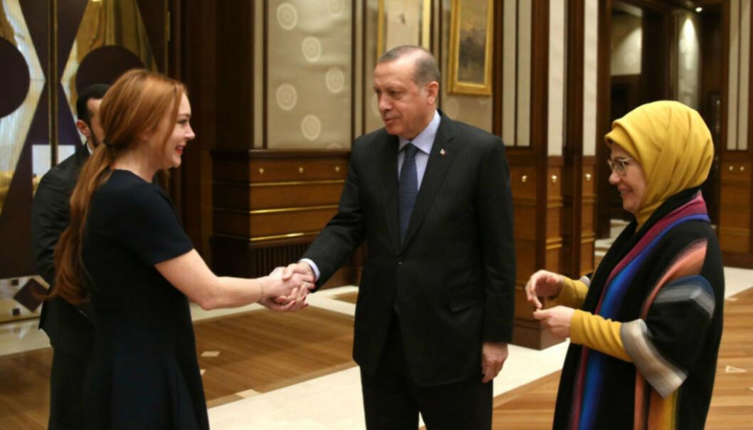 PRESIDENTEN: Lohan møtte president Erdogan og hans familie i Tyrkia for noen år siden, uten at noen helt forsto hvorfor. Det var bare en av tingene hun skapte overskrifter med under oppholdet i landet. Foto: NTB Scanpix