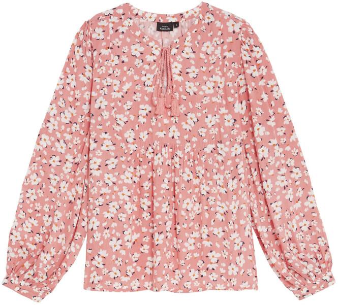 Sjarmalarm! Blomstrete bluse (kr 400, Kappahl). FOTO: Produsenten