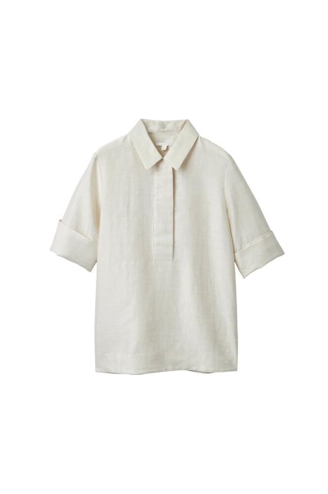 Lys skjorte (kr 1150, Cos). FOTO: Produsenten