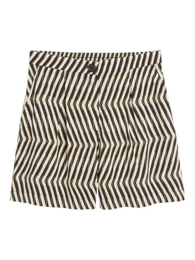 Mønstrete shorts (kr 200, Lindex). FOTO: Produsenten