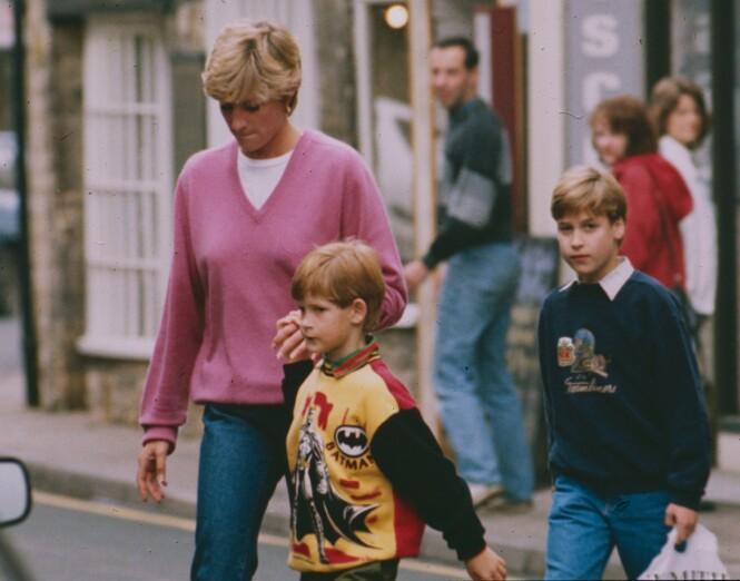 NÆRT FORHOLD: Prinsesse Dianas død gikk hardt inn på prins Harry og prins William, som kun var barn da den store tragedien rammet familien. Foto: NTB scanpix