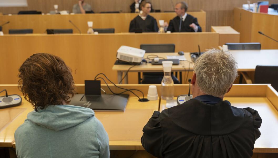 Fra Agder lagmannsrett i Kristiansand der dommen i drapsankesaken ble forkynt onsdag. Her den tiltalte kvinnen med forsvarer Olav Sylte ved sin side. Foto: Tor Erik Schrøder / NTB scanpix