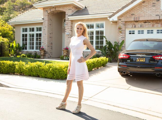 FASJONABELT: Anna bor nord i Los Angeles og liker anonymiteten. Hun er glad naboene innenfor det lukkede boligstrøket ikke kjenner henne som noe annet enn en helt vanlig nabo, og ikke en kjendis. FOTO: Susanne Kindt