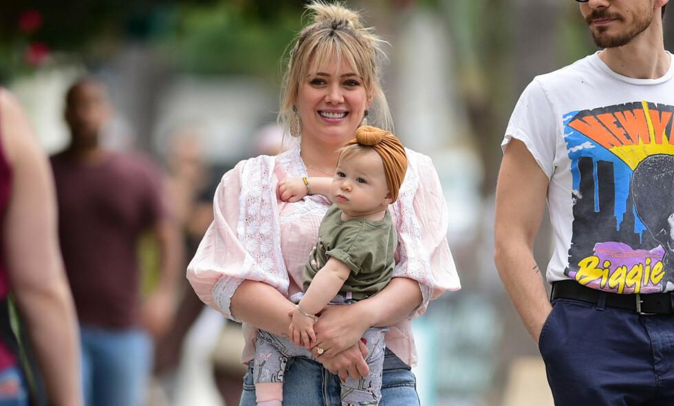 FANSEN RASER: Hollywood-stjernen Hilary Duff blir beskyldt av fansen for barnemishandling. Foto: NTB scanpix