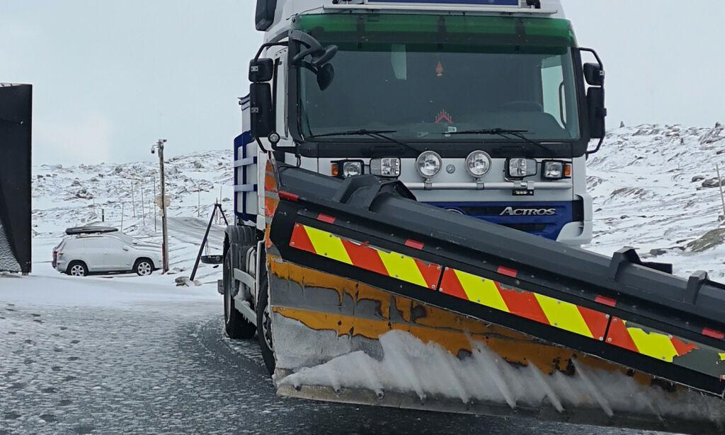 image: Snøvær gir stengte veier og vanskelige kjøreforhold