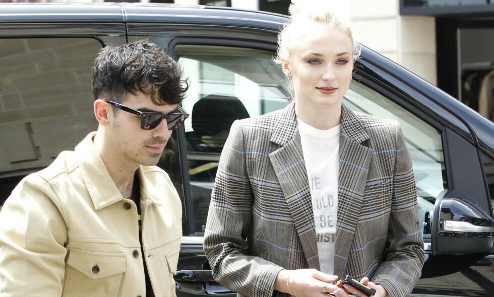 MANN OG KONE; Joe Jonas og Sophie Turner har giftet seg for andre gang - denne gangen i Frankrike. Nå er detaljene fra drømmebryllupet avslørt. Foto: Philippe Blet/Shutterstock/ NTB scanpix
