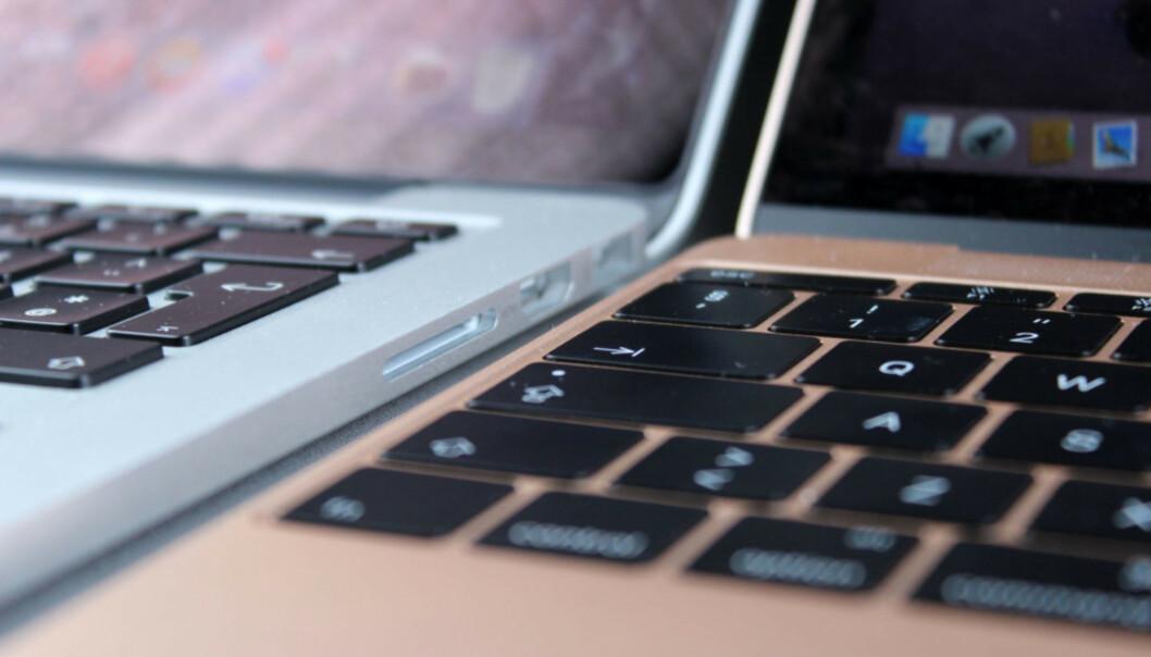 <strong>GAMMELT OG NYTT:</strong> Til venstre er det gamle MacBook-tastaturet med høyere taster enn det nye, som er til høyre i bildet. Foto: Kirsti Østvang