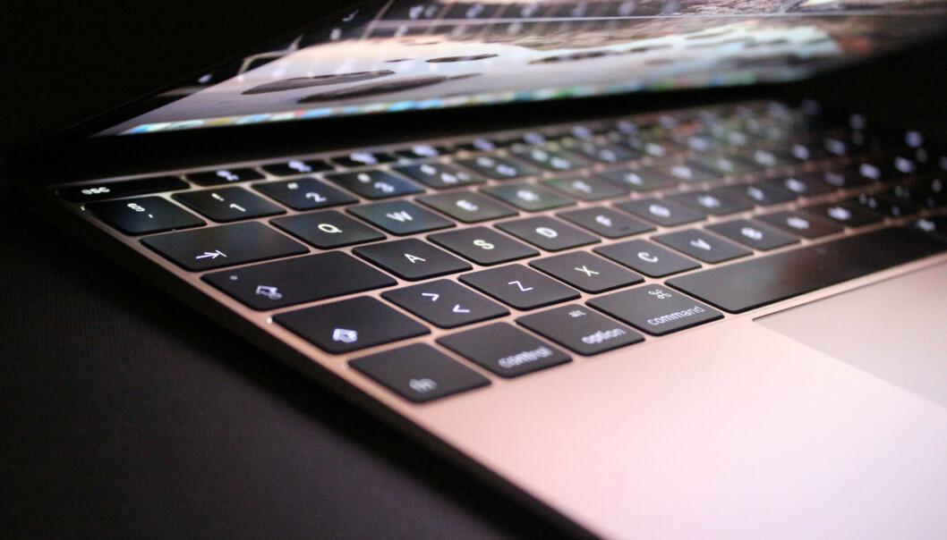 <strong>TRØBLETE ERSTATNING:</strong> I 2015 introduserte Apple et nytt flatere tastatur som blant annet skulle være kjappere å skrive på. Mange har imidlertid hatt problemer med det såkalte sommerfugl-tastaturet, og Apple har måttet gjøre forbedringer flere ganger. Nå skrotes visstnok hele løsningen. Foto: Kirsti Østvang