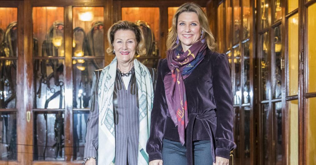 RØRENDE HILSEN: Prinsesse Märtha Louise delte torsdag en rørende hilsen til moren i anledning hennes 82-årsdag. Da benyttet også Märthas kjæreste, Durek Verrett, anledningen til å komme med en bursdagshilsen til dronningen. Foto: NTB Scanpix