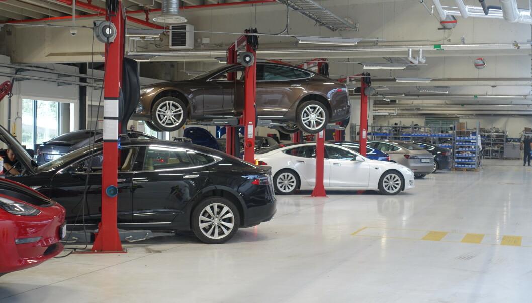 <strong>STØRRE KAPASITET:</strong> Med sitt nye verksted K100 på Karihaugen, håper Tesla å korte ned på lange ventetider på verkstedtime. Foto: Christina Honningsvåg