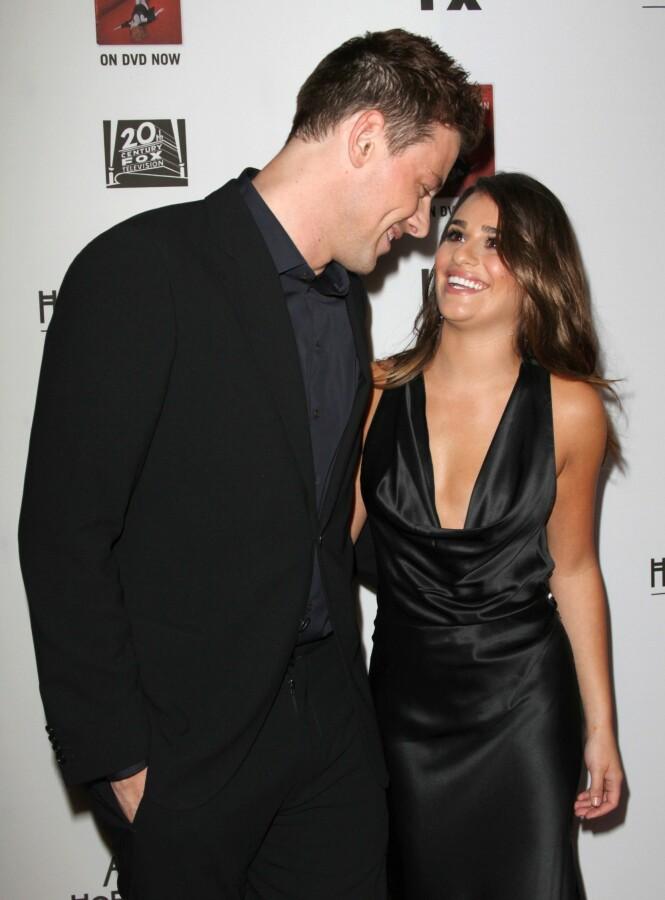 <strong>FORELSKET:</strong> Cory Monteith og Lea Michele forelsket seg under innspillingen av den velkjente musikalserien. Her er de avbildet sammen året før Cory ble funnet død. Foto: NTB scanpix