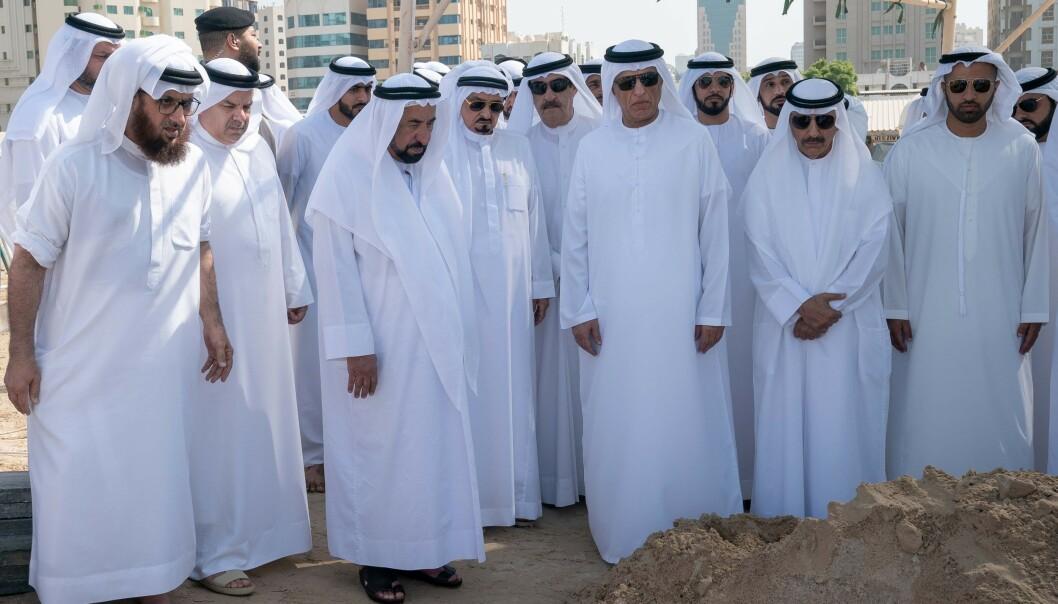 Onsdag ble kronprinsen begravet. Emiratet Sharjah har siden tirsdag avholdt en tre dager land sørgeperiode. Foto: AFP / NTB Scanpix