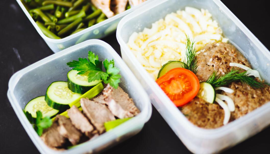 UHELDIG: Dersom du oppbevarer mat i bokser som ikke er egnet for oppbevaring av mat, kan det utløse kjemiske stoffer. FOTO: NTB Scanpix