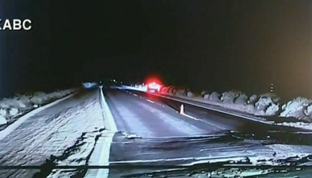 STORE SKADER: Jordskjelvet har gått hardt utover motorveier i California. Foto: CNN / KABC