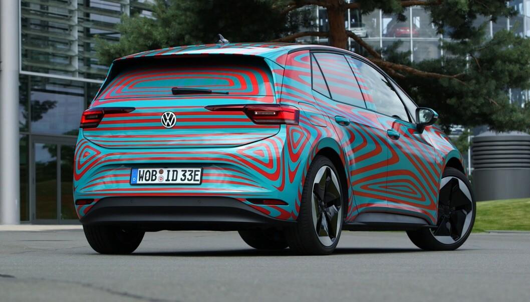 <strong>MINNER OM GOLF:</strong> Formatet er omtrent det samme, og bilen minner litt om Golf. Foto: Martin Meiners