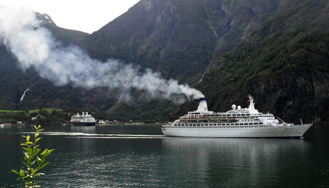 Cruisenæringen bringer mange turister til Flåm og andre reisemål på Vestlandet, men ikke alle som transporterer turister på land har papirene i orden, advarer Statens vegvesen. Illustrasjonsfoto: Marit Hommedal / NTB scanpix
