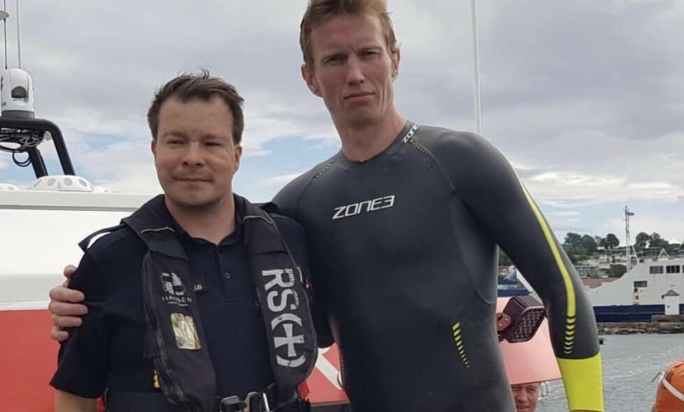 REDDET OPP AV VANNET: Svømmekonkurransen gikk ikke som håpet for Frank Løke, som måtte hentes opp av redningsskøyte. Foto: Frank Løke