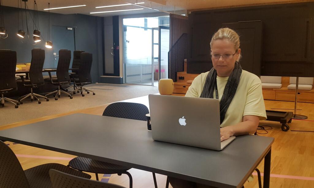 Janniche forteller at hun ikke jobber noen fast plass, men flytter litt rundt alt etter hva dagen bringer, og hvem hun jobber sammen med. 📸: Privat