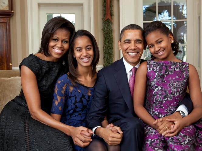 FAMILIEIDYLL: Her er hele familien bestående av Michelle, Malia, Barack og Sasha, avbildet i Det hvite hus i 2011. Foto: NTB Scanpix