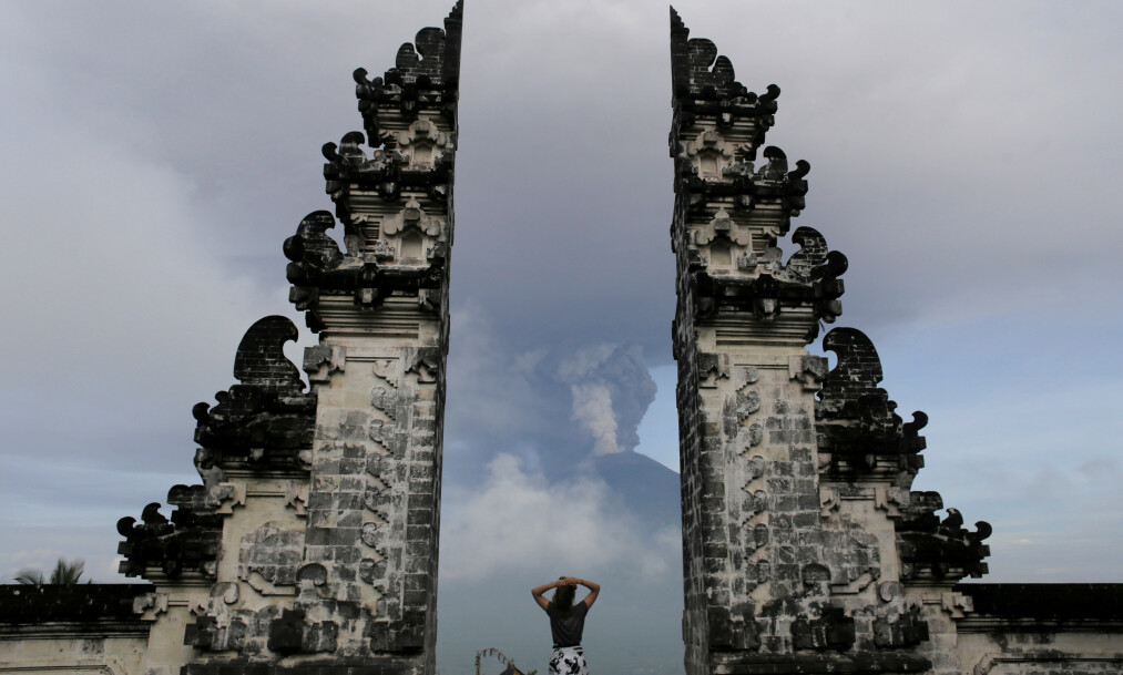 TURISTMÅL: Lempuyang-tempelet på feireøya Bali er et populært turistmål. Foto: REUTERS / Johannes P. Christo / NTB Scanpix.