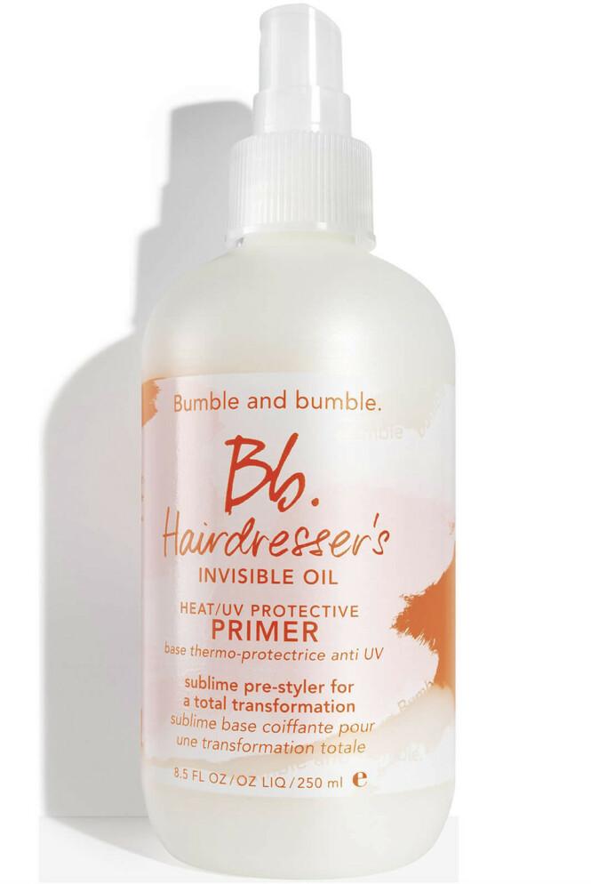 Med primereffekt på håret (kr 290, Bumble & Bumble Hairdresser´s Invisible Oil Heat/UV Protective Primer).
