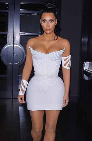 FLERE EKSEMPLER: Kim Kardashian har lagt sin elsk på korsettet, som hun har tatt i bruk flere ganger den siste tida. Foto: NTB Scanpix