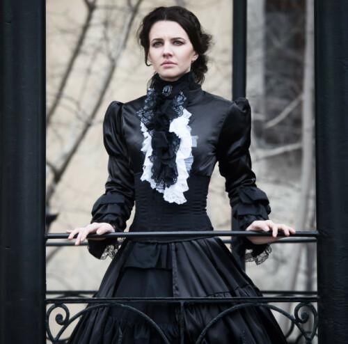 KORSETT: Under Victoria-tiden var stramme korsetter vanlig. Her illustreres en kjole fra denne tidsperioden. Foto: Shutterstock/ NTB scanpix