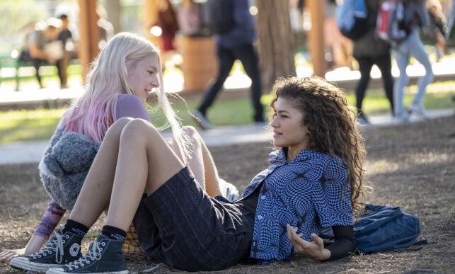 SPILLER SAMMEN: Zendaya (t.h.) og Hunter Schafer spiller rollene som henholdsvis Rue og Jules i HBO-serien «Euphoria». Foto: Eddy Chen/HBO via AP/ NTB scanpix
