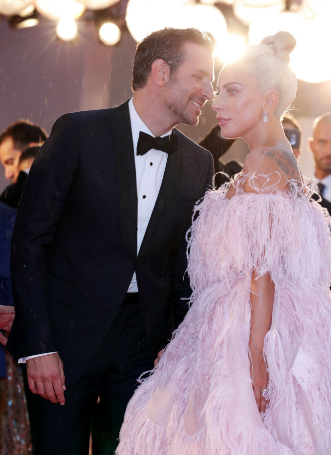 SINGLE: Både Bradley Cooper og Lady Gaga er single. Kanskje det faktisk blir søt musikk mellom hovedrolleinnehaverne? Foto: Scanpix
