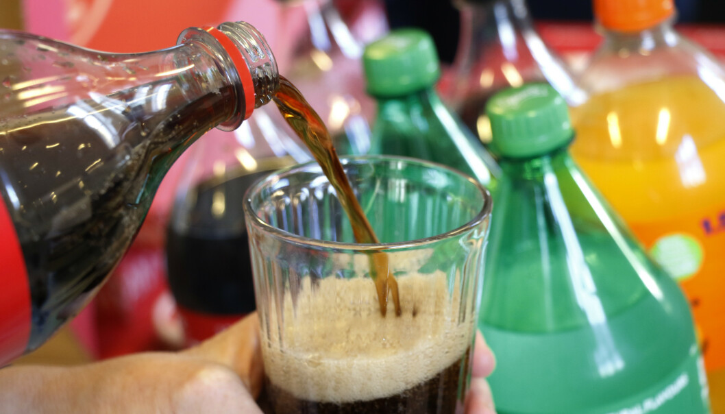 Inntak av sukkerholdige drikker som brus og juice øker risikoen for å få visse typer kreft, viser en ny studie. Foto: Erik Johansen / NTB scanpix
