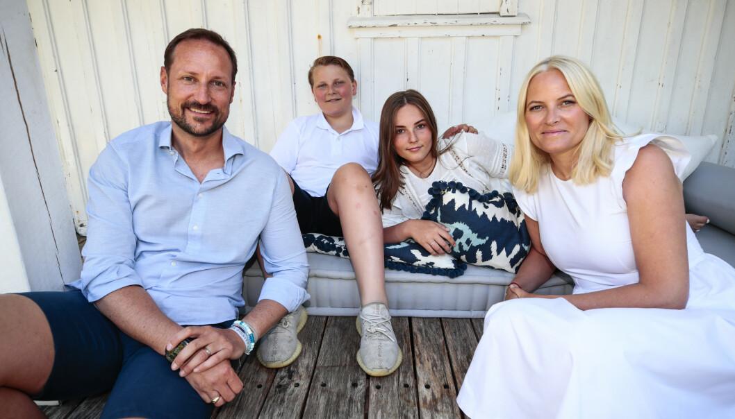 SØRLANDSIDYLL: Kronprinsfamilien delte nye bilder av familien på sørlandsferie Foto: NTB Scanpix